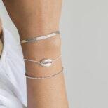Pulsera elástica bolitas, pulsera cadena plana y pulsera concha en plata