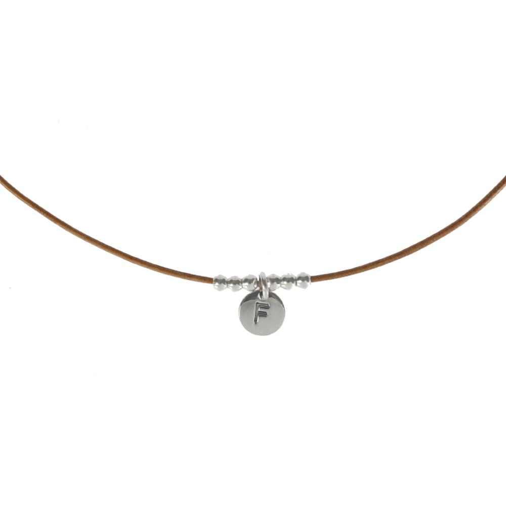 Collar de cuero con inicial en plata