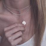 Collar ancla, collar rosa de los vientos y collar bolitas mini en plata