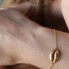 Pulsera concha plata bañada en oro
