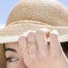 Anillo plata bañada en oro con piedra semipreciosa granate, anillo bolitas y anillo ola plata bañada en oro