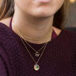 Collar montaña, collar medalla con zirconita y choker eslabón en plata bañada en oro