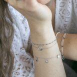 Pulsera luna invertida, pulsera cadena con cubitos y pulsera estrellitas en plata